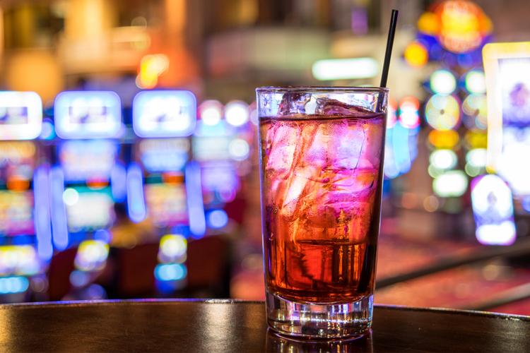 カジノバーって合法なの?違法カジノの見分け方と実際の逮捕例をご紹介