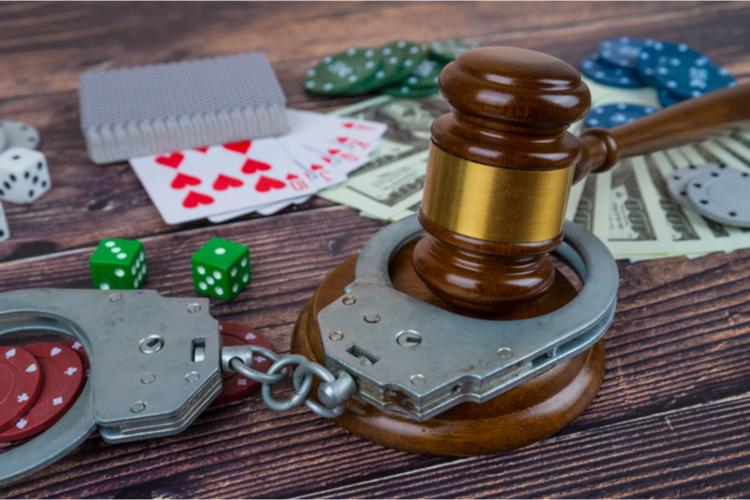 オンラインカジノは違法?合法?日本での逮捕事例と共に実態を解説
