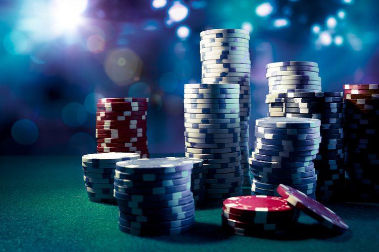 オンラインカジノの利用規約にある「オポジットベット」とは?行う意味と禁止の理由を徹底解説